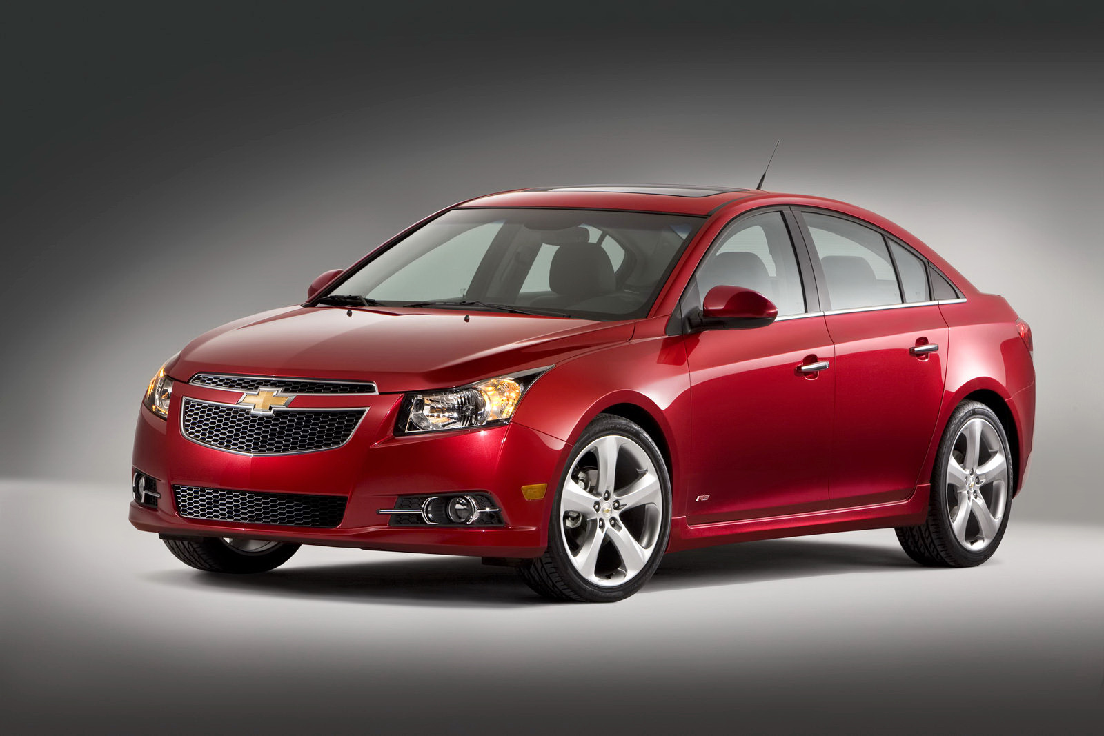 a used cruze oshawa gm dealer corners the market on 2011 pre owned used chevy cruze skidmarx. Black Bedroom Furniture Sets. Home Design Ideas
